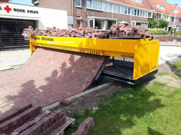 Path laying machine
